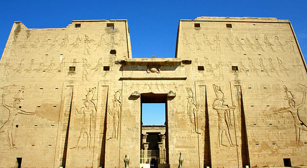 egypt-edfu-pylon-of-the-temple-of-horus